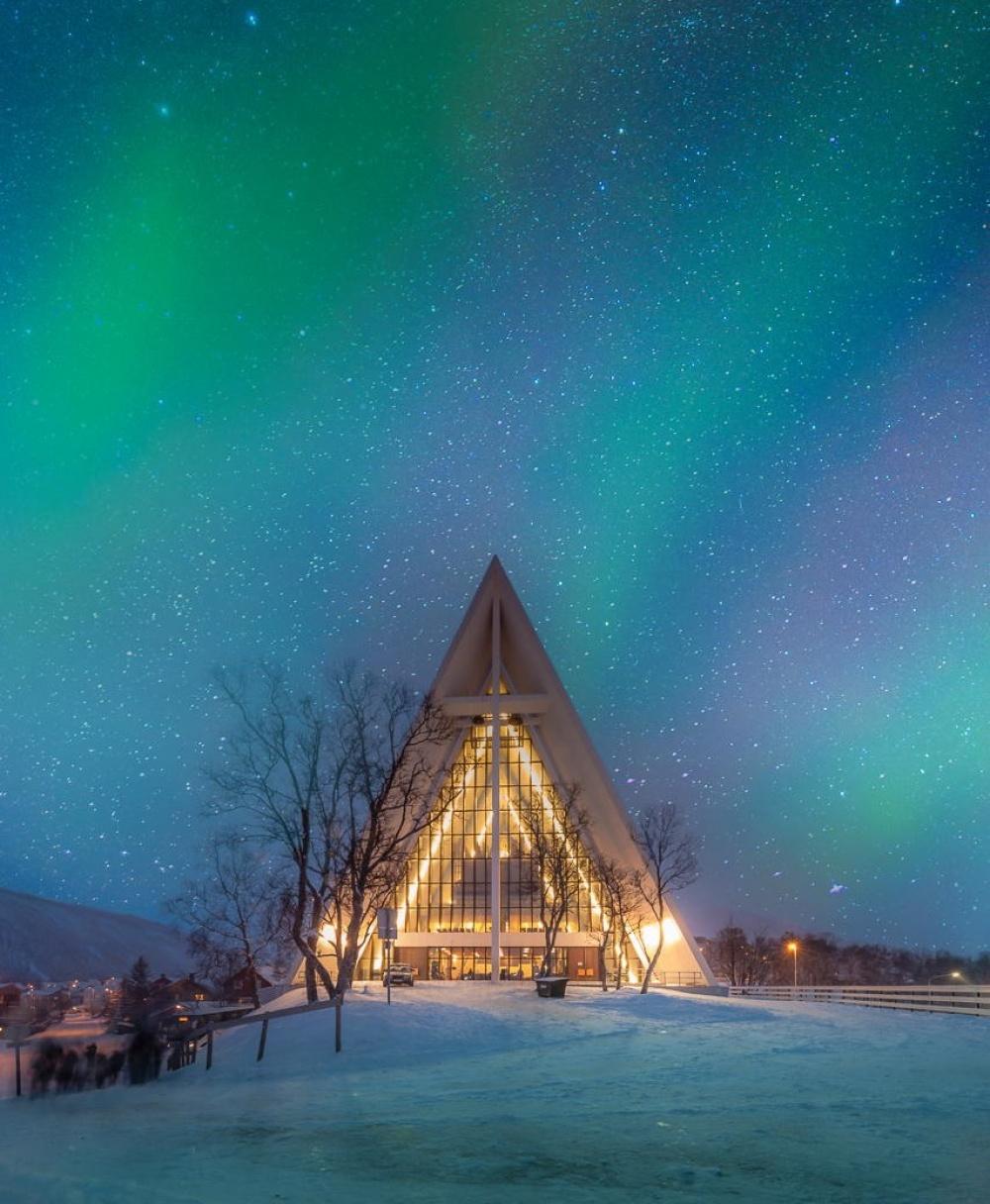 Арктический собор внорвежском городе Тромсё.