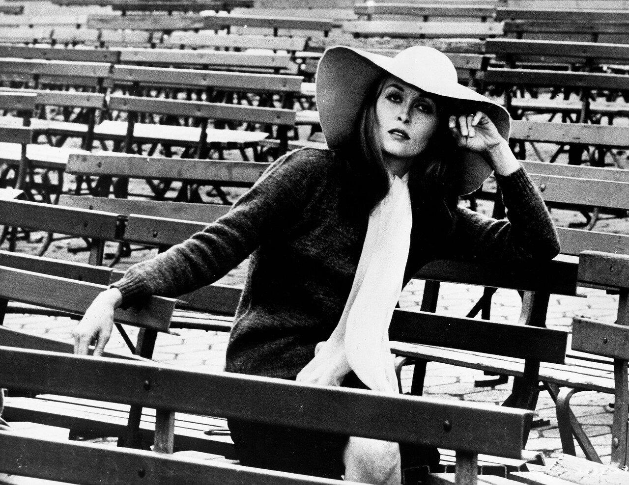 Actress Faye Dunaway