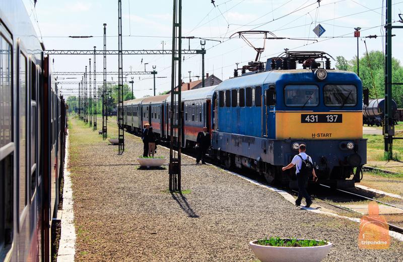 Добраться до аэропорта в город можно и на железной дороге