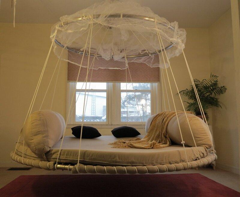 Подвешенная кровать