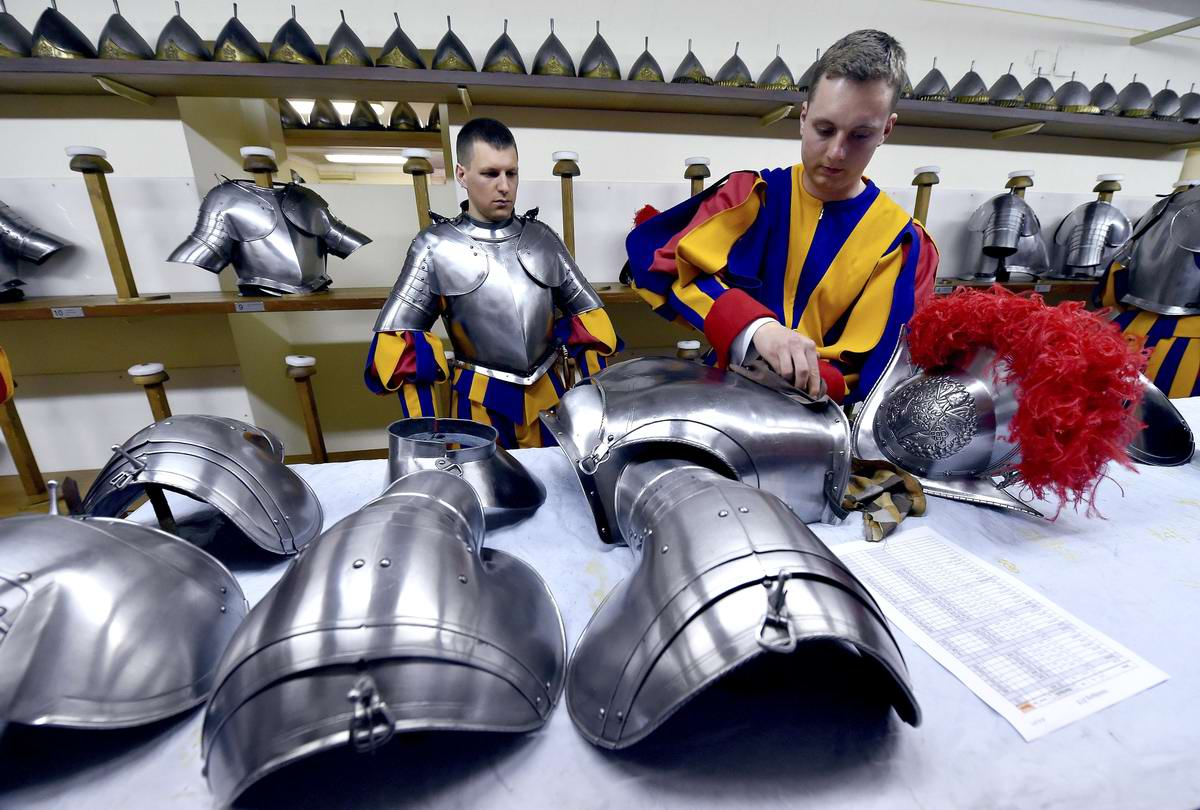 Швейцарская гвардия Ватикана: Новобранцы присягают на верность Папе Римскому (2)