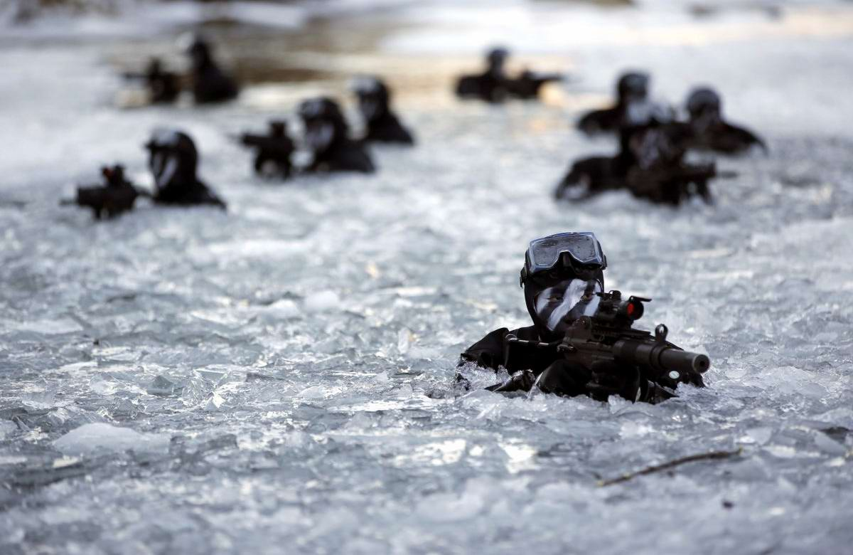 На учебном поле брани: Картинки из жизни бойцов различных спецназов (2)