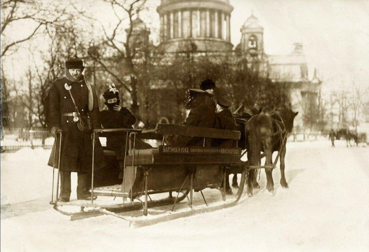 17. Сани у Александровского сада. 1914