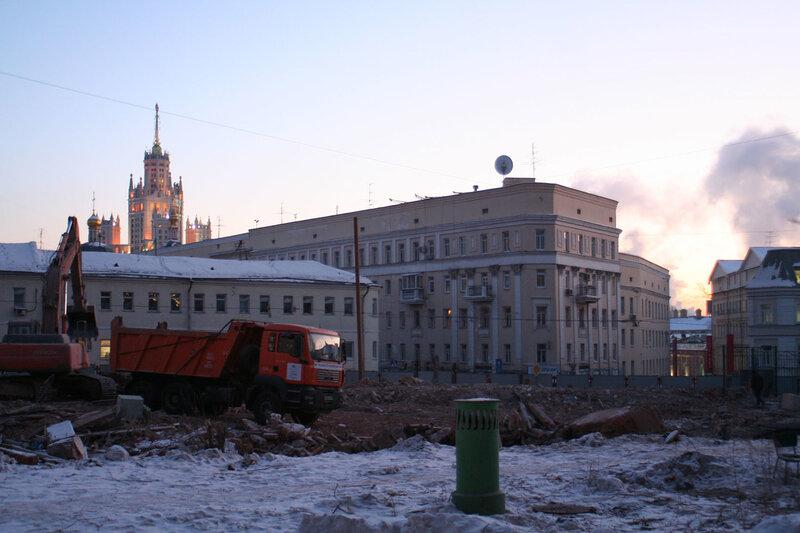 20 января 2010 год. Появились информационные щиты в Подколокольном переулке 11а.