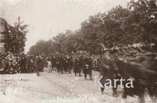 Маршируют отряды добровольцев, 1919.