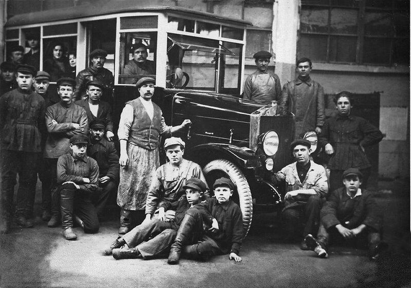 1925 Первый советский автобус на базе АМО-Ф-15.jpg