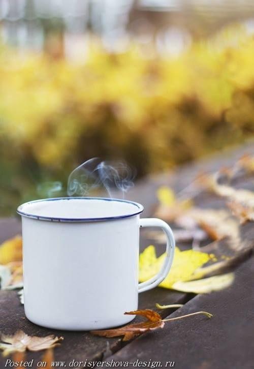 осень. желтые листья, кружка чая