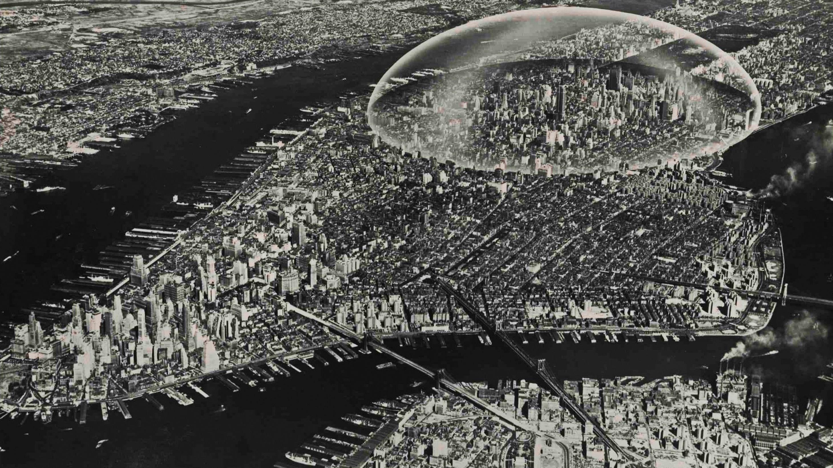 Если бы сгенерировали такое поле над городом, то к городу даже на сотню километров не смог бы подлететь не один самолёт. А сокрушительные лучи смогли бы заменить многие виды оружия, Лучи могли быть использованы как против наземной пехоты, так и против самолётов.