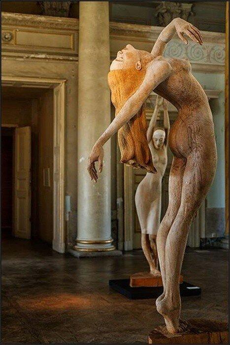 skulptura-korol-goliy