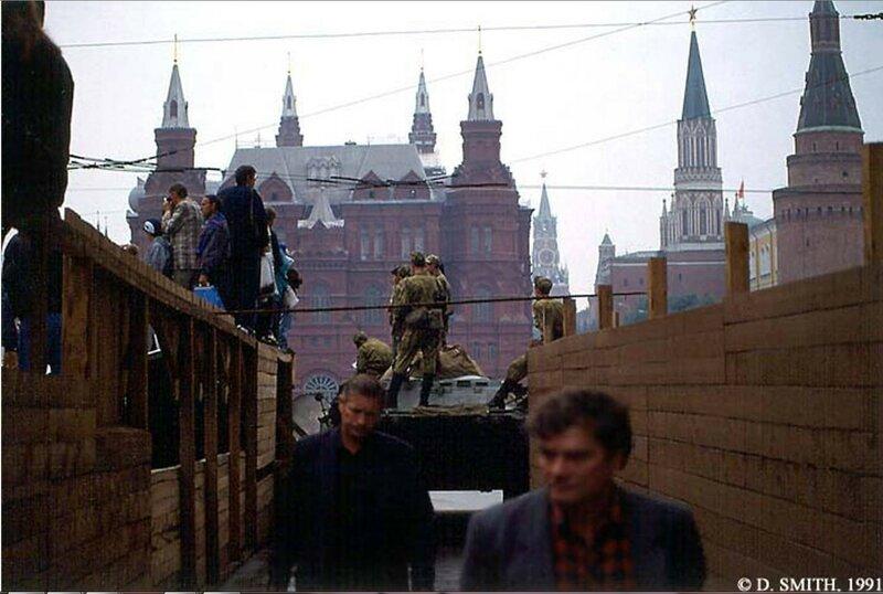 Вид Красной площади, Государственного Исторического музея и Кремля во время путча