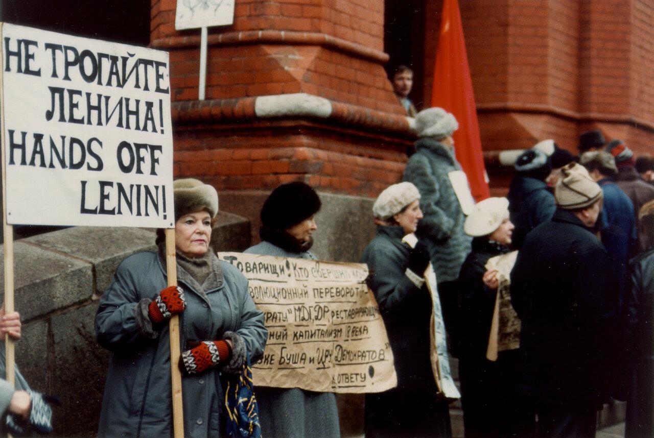 03. Протестующие возле музея Ленина