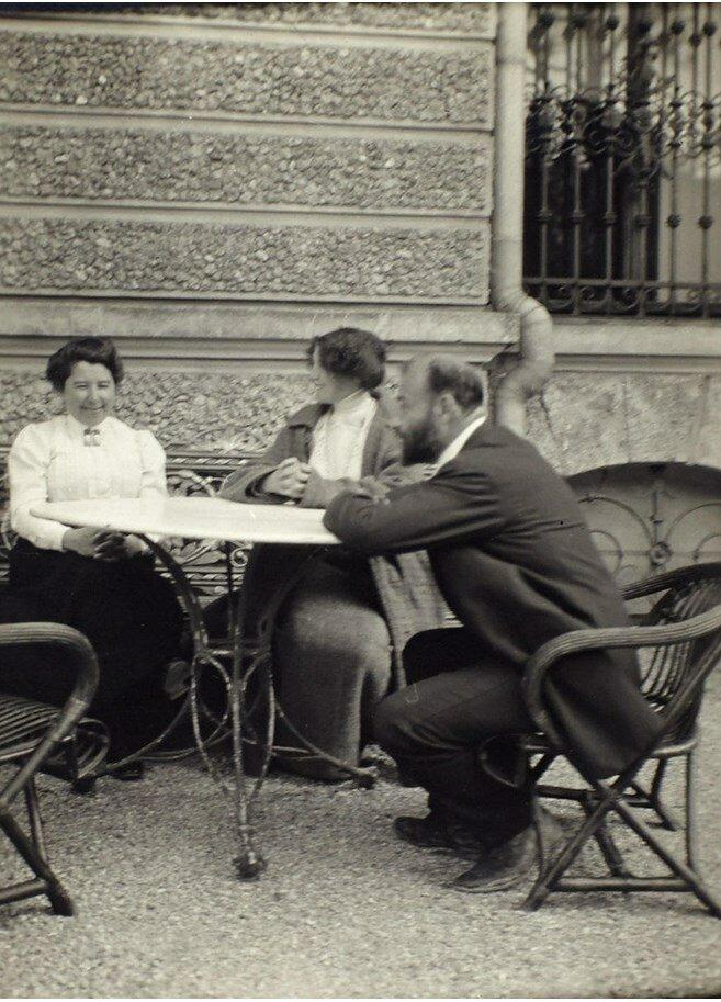 1912. Густав Климт (художник), Эмилия Флёге (модельер), Тереза Флёге. Зевальхен, Австро-Венгрия