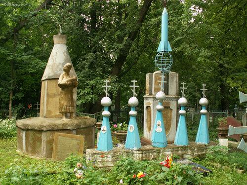 Васильевское, памятник женщинам-труженикам и павшим воинам дд. Уткино и Тарбеево