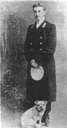 Молодой Феликс Феликсович Юсупов-младший с любимым бульдогом Клоуном, увековеченным на портрете князя кисти Валентина Серова.
