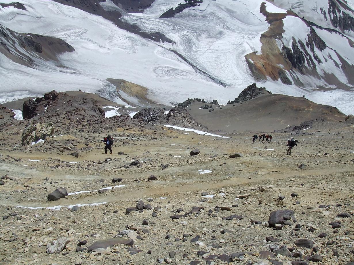 Аргентина. Гора Аконкагуа (6962 м над уровнем моря). Объект считается самым высоким батолитом в мире