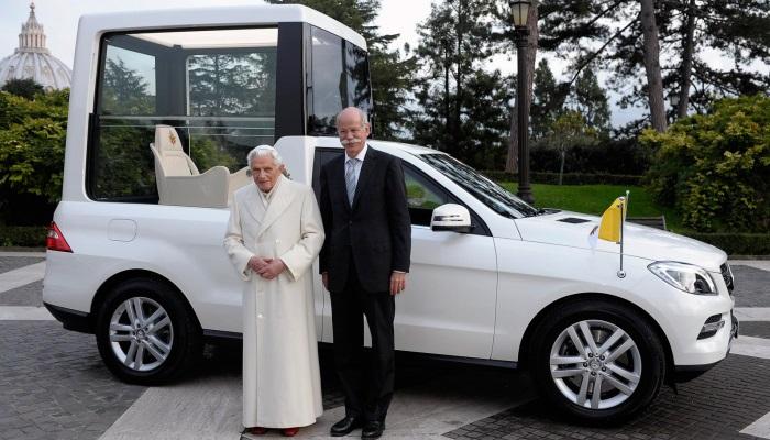 Авто, которые было построено специально для перевозок Папы Римского, недешево. Однако, оно стоит сво