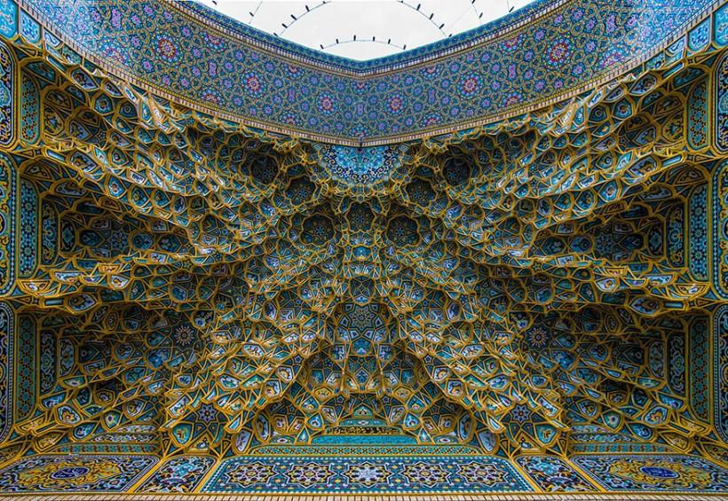 Гипнотизирующие потолки мечетей, которые подчёркивают чудеса исламской архитектуры (18 фото)