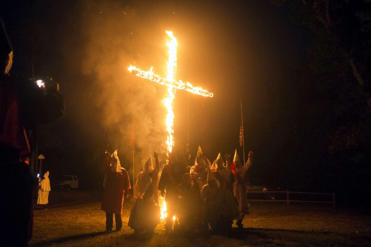 Торжество толерантности: Американский Ку-Клукс-Клан в новой подборке снимков фотографа Johnny Milano (23)
