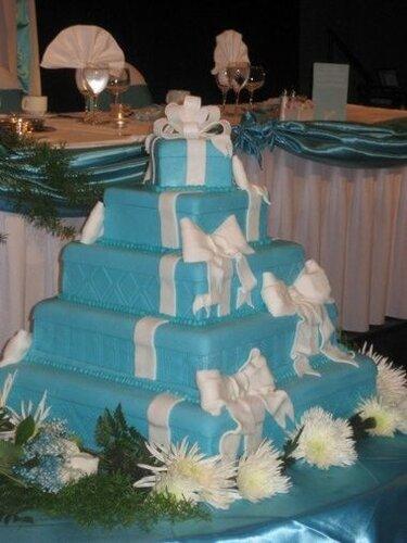 Белоголубые свадебные торты