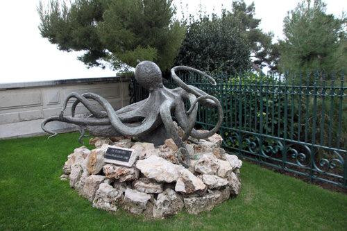 Памятник морским жителелям