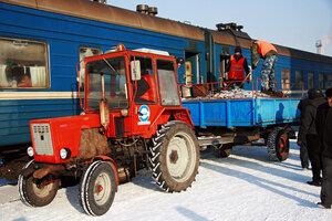 красный трактор