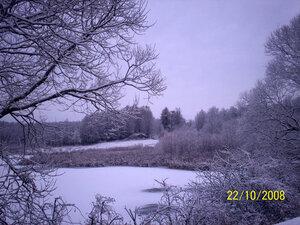 Деревья, кусты - всё покрыто инеем, речка Белизна замёрзла, а на календаре ещё осень... Бывает и такое в нашей природе:-)