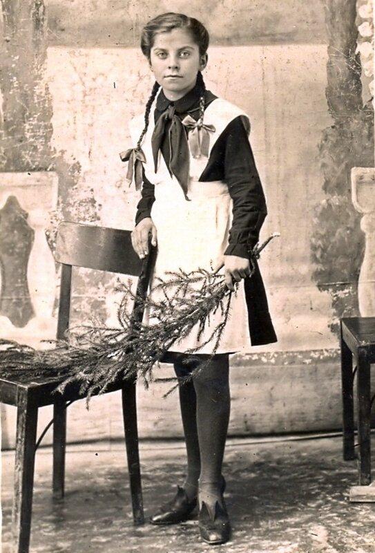 Братику Толичке от сестры Кати. 50-е годы.