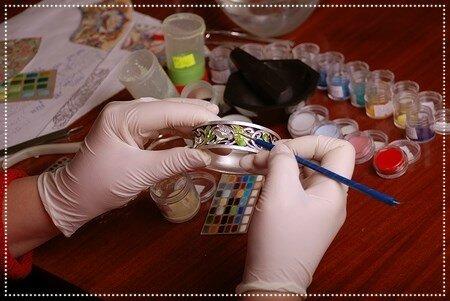 Финифть. Нанесение красок на украшения