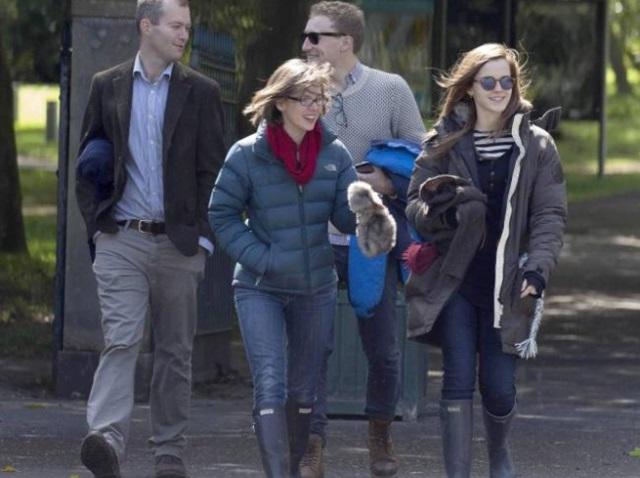 Звезда «Гарри Поттера» Эмма Уотсон веселится с друзьями