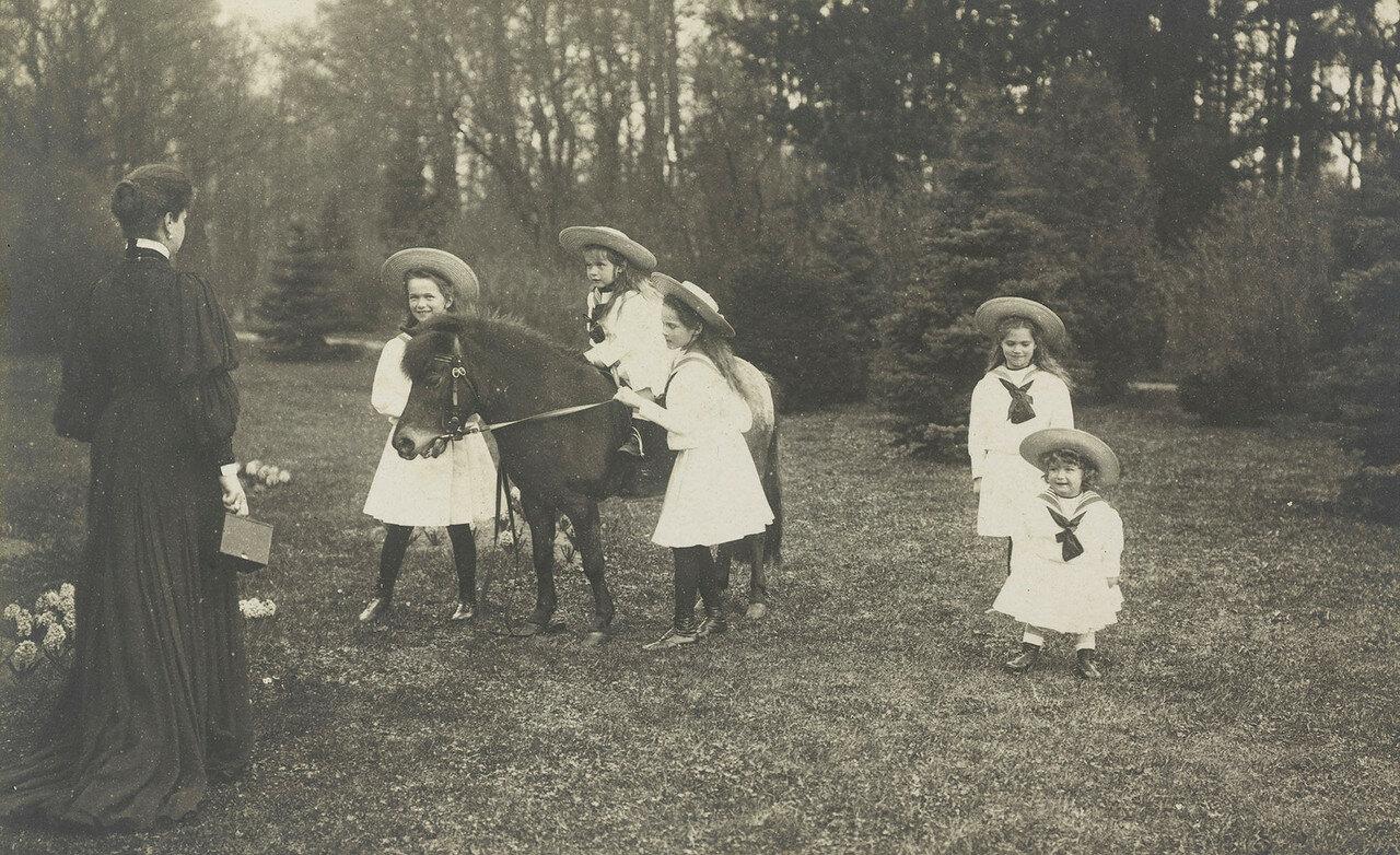 1906. Александра Федоровна и ее дети