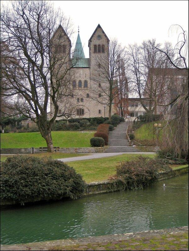 Падерборн, панорама монастыря Абдингхоф и Кафедрального собора за ним