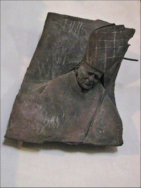 Мемориальная плита в честь посещения Кафедрального собора Папой Иоанном Павлом II, Падерборн
