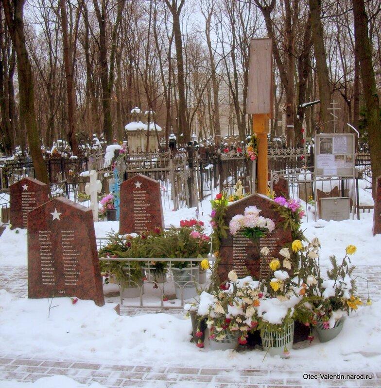 Надгробие, за которым ухаживали в годы преследований веры