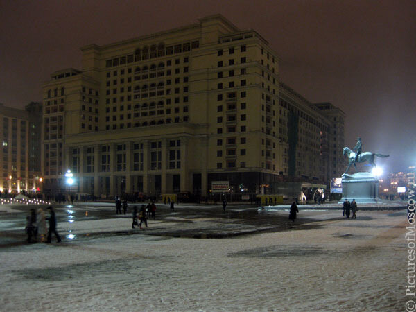 Гостиница «Москва» ночью.