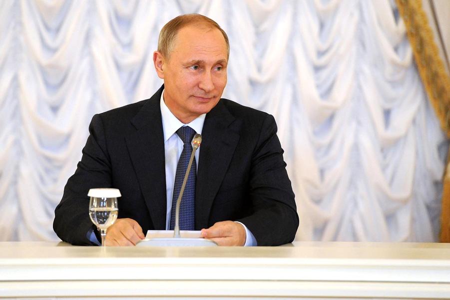 Путин на ПМЭФ-2015.png