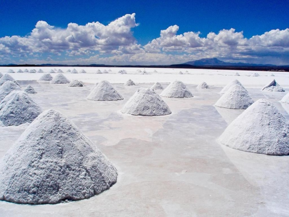 refresher Солончак Уюни— высохшее соленое озеро наюге пустынной равнины Альтиплано, Боливия. Внутр