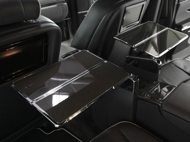 Оказывается, за $ 5 000 в спинки передних сидений представительского Maybach 57 можно вмонтировать с