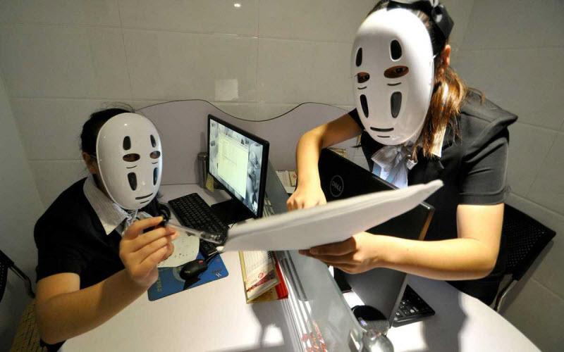День в маске на работе