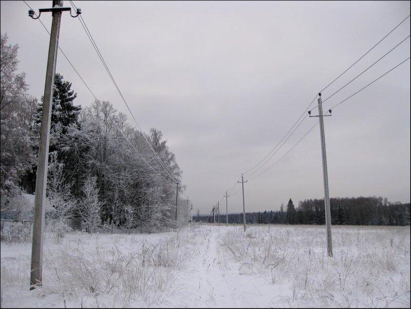 Дорога вдоль деревни Морозово