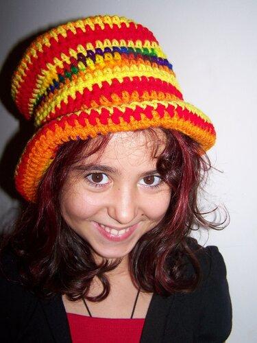 Подборка оригинальных детских и подростковых шапок, связанных крючком.