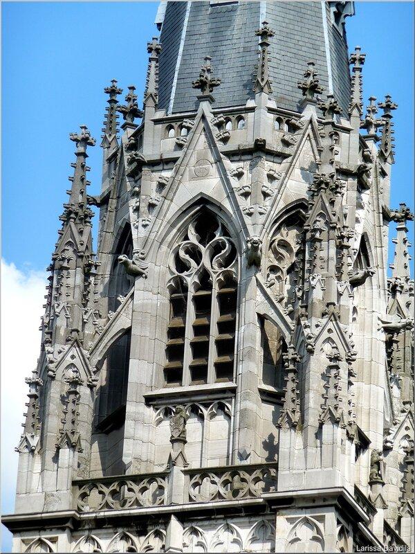 Башня в стиле готики.