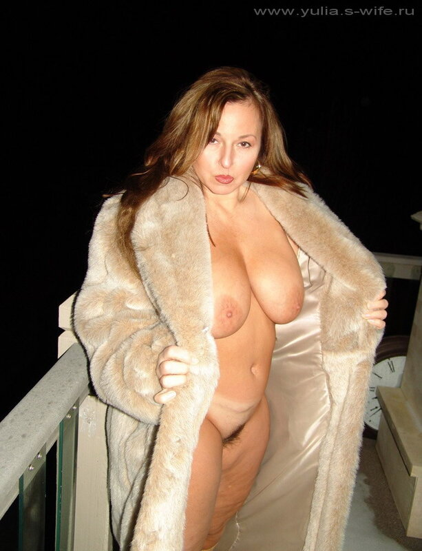 голая толстая в шубе на улице фото