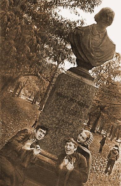 Ленинград. 1 курс ГИТИС - С.Садальский, А.Скворцов, С.Давыдова, Гоголь.