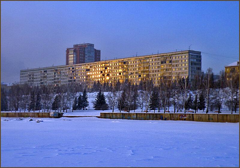 Дом на Дубровинского, отражение заката