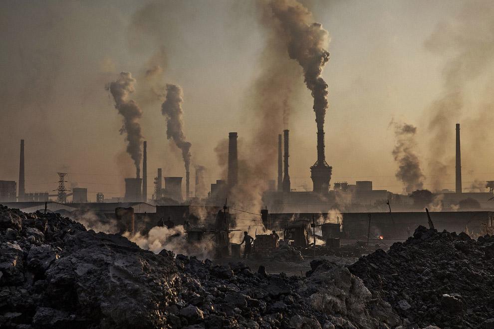 21. Это был небольшой фоторепортаж о «стальных» заводах Китая. (Фото Kevin Frayer):