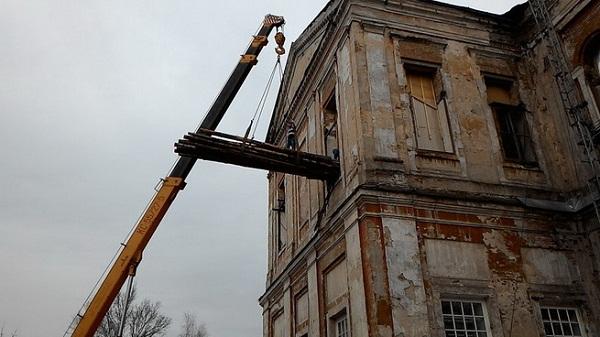 Крышу Спасского собора начали реконструировать