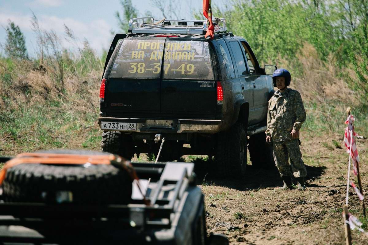 Джипы на танковом полигоне: гонки на выживание (17)