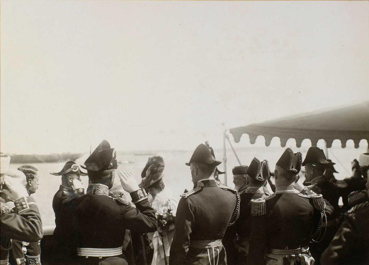 16. Король Эдуард VII и королева Александра в заливе Ревеле