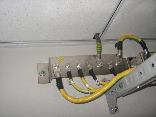 Метки на кабелях