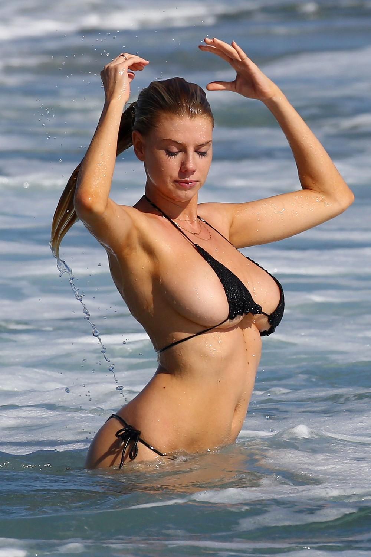 Blonde solo girl Dahlia Sky works herself clear of a hot bikini № 1595270 загрузить